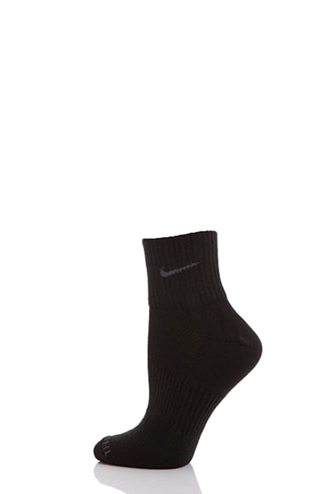 Mens and Ladies 1 Pair Nike Sport Performance Dri-Fit Non Cushioned Quarter Socks 75% OFF