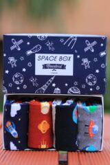 Mens 4 Pair Moustard Space Design Socks In Gift Box Leading Image