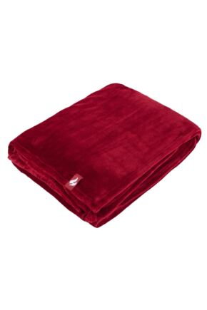 SockShop Heat Holders Snuggle Up Thermal Blanket In Cranberry Cranberry 180 x 200cm