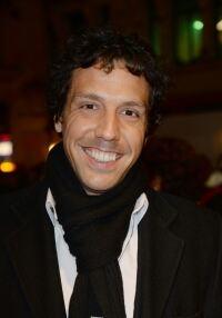 Alex Gaumond slips on a scarf