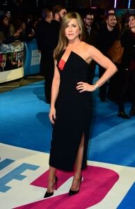 Aniston wows film premiere crowds