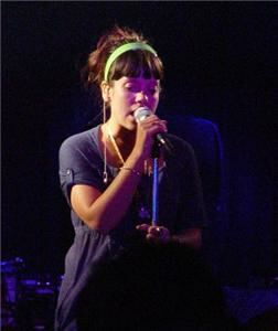 Lily Allen's look 'a baggy hospital gown'