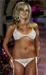Danielle Lloyd goes for legging-based dress-down