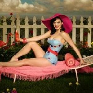 Katy Perry shows more love for legwear