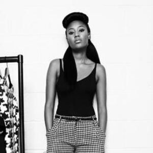 VV Brown announces split... with leggings
