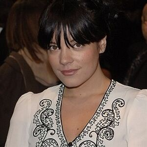 Pregnant Lily Allen wears leopard-print tights
