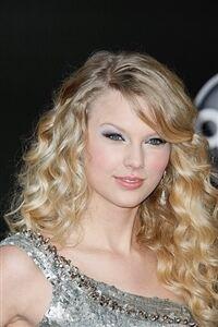 Taylor Swift does London in knee-high socks