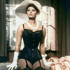 Stunning Sophia Loren graces red carpet in low-denier tights