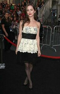 Eliza Dushku wears patterned tights to watch pirates