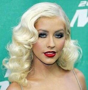 Christina Aguilera too revealing in leggings