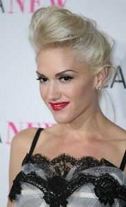 Gwen Stefani looks youthful in leggings