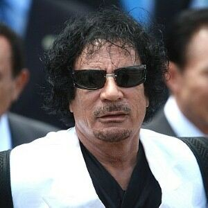 Gaddafi dummy dressed in pink tights removed