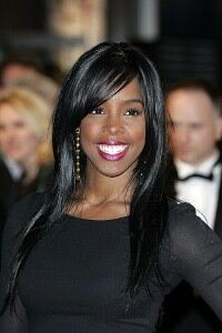 Kelly Rowland makes UK return in red scarf