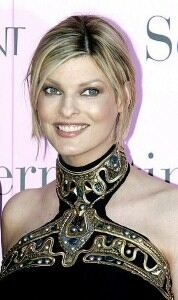 Linda Evangelista wears blue tights with mismatched outfit
