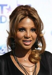 Toni Braxton makes comeback in suspender tights