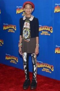Willow Smith looks eccentric in monochrome leggings