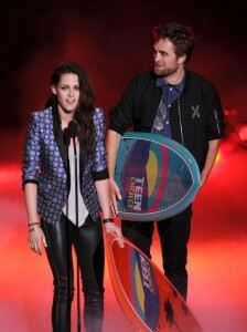 Kristin Stewart dons leather leggings for Teen Choice Awards