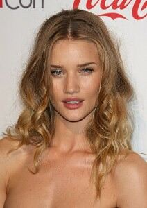 Rosie Huntington-Whitely 'collects vintage underwear'