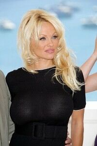 Pamela Anderson arrives at dance studio in grey leggings