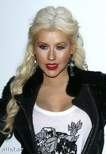 Christina Aguilera dresses down in black leggings