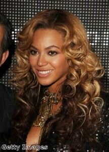 Beyonce covers up in maternity leggings