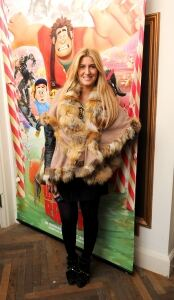 Cheska wraps up warm in tights