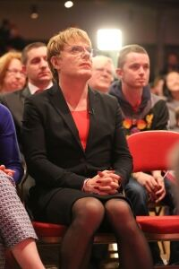 Izzard hits the campaign trail