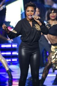 Jennifer Hudson rocks in leggings