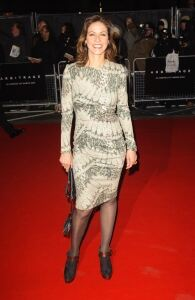 Julia hits premiere in grey tights