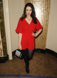 Kate Nash chooses tights again