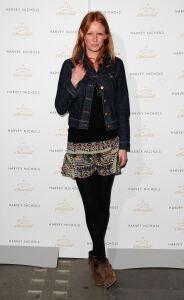 Olivia models black tights at event