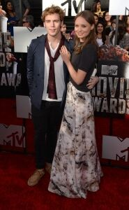 Scarves all the rage at MTV awards