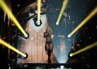 Shakira performs in fishnet tights