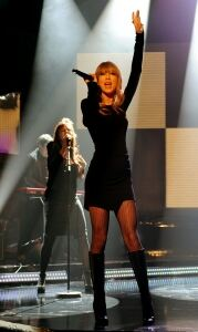 Taylor Swift wears patterned tights