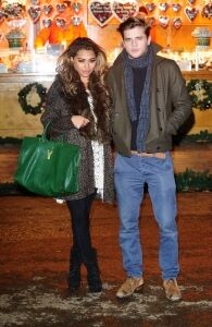Vanessa White keeps warm in tights